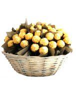 Ferrero Rocher gavekurv  liten Hjerteform Ferrero Rochet, Nettbutikk bryllup, alt til bryllupet,  fruktkurv som gaver, bestille fruktkurv gave, fruktkurv gave, gavekurv frubordpynt bryllup, bryllup dekorasjon til leie,bryllup, bryllupspynt, borddekorasjo