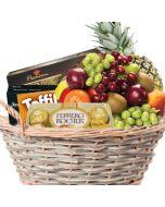 Fruktkurv 5kg med konfekt Fruktkurv som gaver med konfekt leveres på døra. Hjerteform Ferrero Rochet, Nettbutikk bryllup, alt til bryllupet,  fruktkurv som gaver, bestille fruktkurv gave, fruktkurv gave, gavekurv frubordpynt bryllup, bryllup dekorasjon
