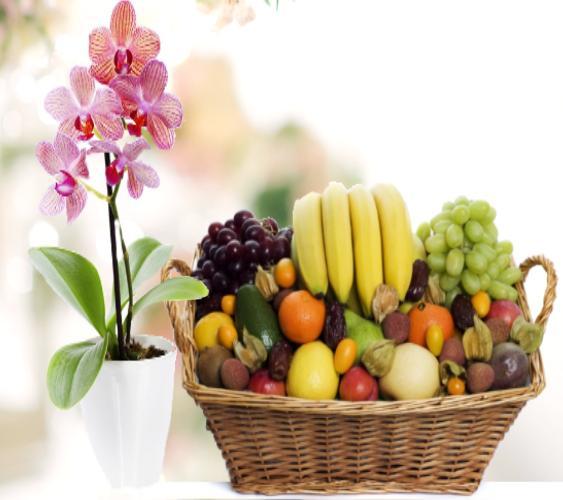 fruktkurv med orkide