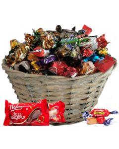 SjokoladeKurv jul Ca.1500g julegaver ansatte, julegaver til ansatte, julekurv sjokolade gaver, sjokolade julegaver, firmagaver jul, Hjerteform Ferrero Rochet, Nettbutikk bryllup, alt til bryllupet,  fruktkurv som gaver, bestille fruktkurv gave, fruktkurv